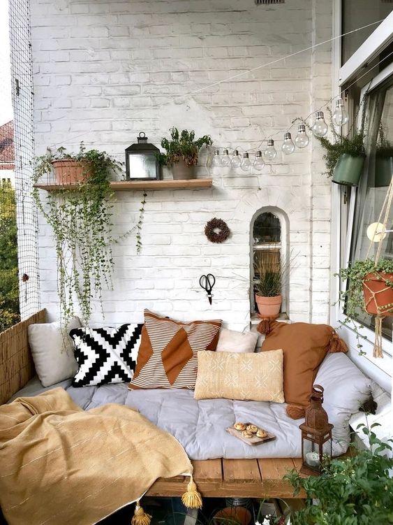 Cojines sobre pallets para decorar tu terraza