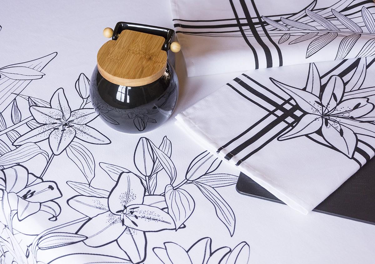 Textil de cocina en blanco y negro para decoración de comedor minimalista.